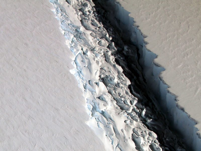 Rift-in-larsen-c-ice-shelf-closeup-2016-800x600